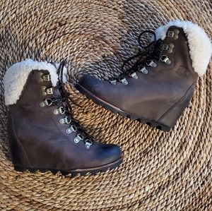 Sorel Conquest Shearling Lace Up Wedge Booties 6.5